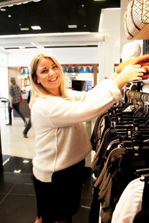 Sofia Wallin säger att höstens mode är mycket varierat och man kan välja det som passar en själv och inte försöka passa in i en specifik trend.