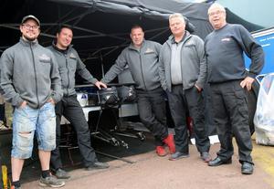 Team Lusth, från vänster  Christoffer Andersson, mekaniker, crew chef Fredrik Åkesson,  Mats Lusth, förare, tekniker Glen Dahl, pappa Kent Lusth, mekaniker.
