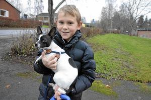 Tillsammans igen. På onsdagen återförenades Lucas Claesson med sin hund, som ska heta Blixten.