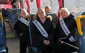 Första arbetsdagen för de nya bussvärdarna Anneli Sjögren, Anette Unsgaard, Ulf Bengtsson och Helene Synnefors.