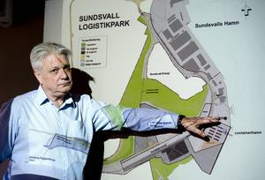Åke Jonsson pekar på att det återstår en del saker innan verksamheten i Tunadal/Petersvik kan dra i gång.