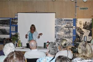 Pernilla Selberg, trädgårdsmästare och trädgårdsdesigner, svarade på åhörarnas frågor.