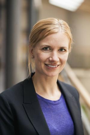 Kerstin Enflo är docent i ekonomisk historia vid Lunds universitet. Hon har kartlagt hur klyftorna mellan landets regioner har vuxit under de senaste 35 åren.
