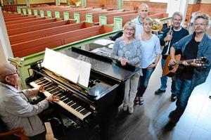 Ljusstråkskonsert. På lördag blir det konsert med Grupp 713, här med Björn J:son Lindh, Marie Nordenmalm, Kersti Esselwall-Smårs, Håkan Nyqvist, Claes Strömblad och Anders Wallén.
