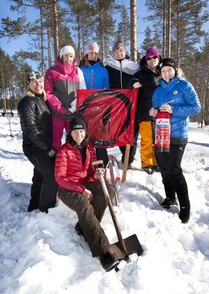 Rallybrudarna Eva Bäck, Sofia Rickardsson, Ann-Charlotte Andersson, Helena Jansson, Emma Eriksson, Ida Halvarsson och Marinett Svenningsson, närmast kameran.