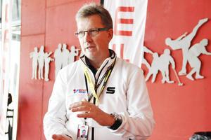 Magnus Holst, ordförande för SAIK Bandy svarade på många oroliga medlemmars frågor under årsmötet.