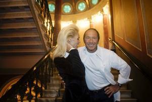 HOLLYWOODFRU. Anna Anka med make Paul Anka på Grand Hotel.