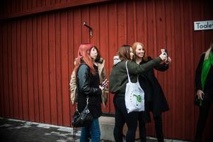 Naturligtvis blev det selfies för den populära partiledaren Annie Lööf.