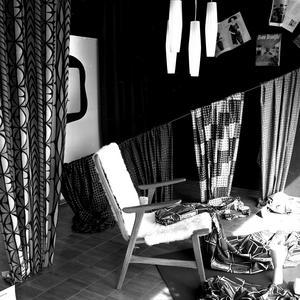 Tygnyheter 1953, och moderna möbler.
