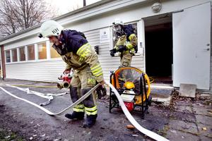 En spisplatta som glömdes när lokalen lämnades vållade branden på Stormyravägen.