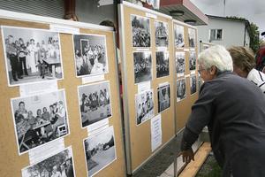 Lars Östberg, hembygdsföreningen arkivarie, hade sammanställt en fotoutställning.