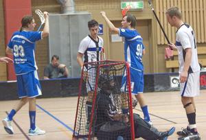 Bröderna Johnsson hade stundtals lekstuga med Jemtlandförsvaret och John satte fyra mål i matchen.