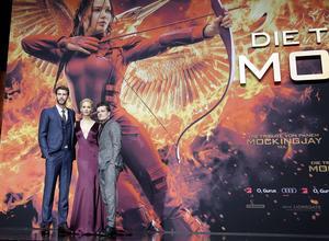 Liam Hemsworth, Jennifer Lawrence och Josh Hutcherson tar farväl av rollerna som Gale, Katniss och Peeta vid världspremiären av