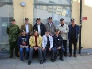 Major Söderberg lyckades sälja I14-kepsar till alla som kommit: 2 Bruce, Stockholm, 1 Dunder, Ljusne, 11 Ekengren, Marma, 24 Helin, Gävle, 12 Björnstedt, Stockholm, 19 Sundin, Gävle, 13 Carlsson, Gävle, 10 Nordin, Söderhamn, 17 Kälveskog, Stockholm.