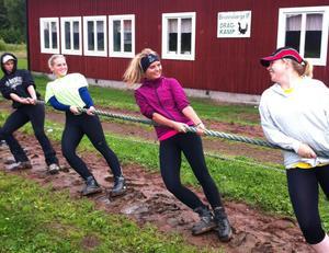 Anna Lundh tränar hårt med dragkamparna i Brunnsberg och får i helgen vara med om sin första tävling.