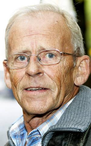 Bo Eklund,70 år, Östersund:– Nej det gör jag inte. Jag har inget behov av det. Jag går in och tittar på internet i den mån jag behöver det. Jag finner det mesta där, till och med när folk fyller år.