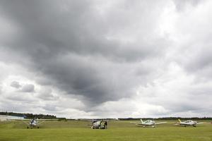 Plan parkerade vid Gävlebygdens Flygklubb på Rörberg för att delta i en stor regional samverkansutbildning i Gävleborgs- och Uppsala län mellan Frivilliga Flygkåren och myndigheter ansvariga för samhällets krisberedskap.