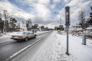 Trafikverket har satt upp två nya fartkameror vid Ytterån. Kamerorna fungerar dag som natt och är direktkopplade till polisen. De som kör för fort fotograferas och registreras.