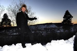 Entreprenören Nicklas Nyberg är inte på långa vägar klar med sitt projekt Ting1, förrän han avslöjar nya djärva planer. Det flerbostadshus som han vill bygga på Folkets Park-tomten ska bli högre än Örnsköldsviks kyrka, inklusive tornet med spiran.