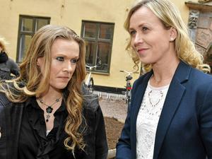 Barnmorskan Ellinor Grimmark (t.v.) och hennes juridiska ombud Ruth Nordström (t.h.). Grimmark förlorade fallet i arbetsdomstolen om att hon nekats anställning som barnmorska för att hon vägrat utföra aborter.