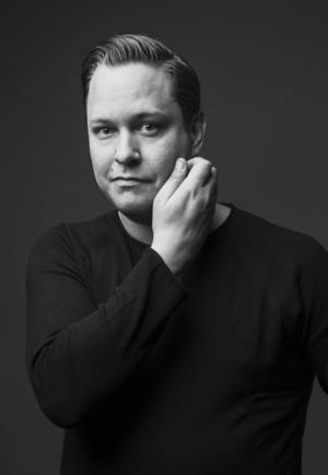 Thom Lundberg, född 1978 och uppvuxen i skånska Osby, bor idag i Schweiz. Med debutromanen