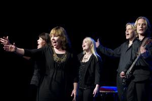Sopplunch med Skottes. Musikteatergruppen bjöd i onsdags på visor, jazz och tango – blandat med folkliga toner.Foto: Lars Wigert