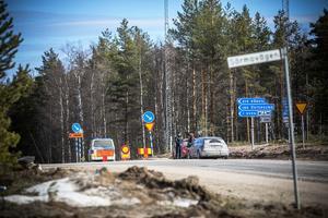 Sent på måndagseftermiddagen var olycksvägen fortfarande  avstängd.