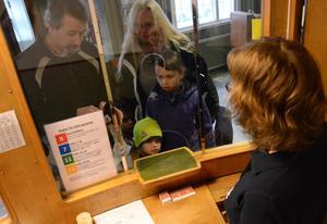Nu blir det bio.Tobias Östlund, Ulrika Bornström samt Teo och Jonna Bornström ska gå på matinépremiär i 3D på bio Pärlan i Kopparberg.