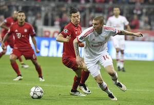 Victor  Nilsson Lindelöf mötte bland andra spelare som Franck Ribery, Robert Lewandowski (mitten) och Douglas Costa i Champions League-kvartsfinalen i april 2016. Västeråssonen gjorde en klart godkänd insats och fick mer beröm än kritik för sitt spel.