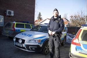 Relativt bra. Ingen av de tre radiobilarna i Fagersta har gått över 7 000 mil, berättar Håkan Karlsson, biträdande närpolischef. På bilden syns Patric Jakobsson.