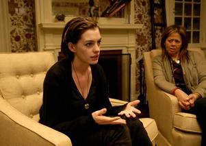 Anne Hathaway spelar drogmissbrukaren Kym som kommer hem till sin systers bröllop.