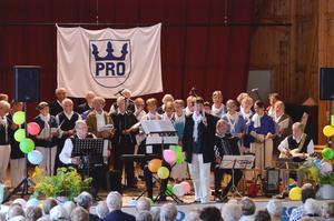 Körsång. Nu fyller PRO i Nora 70 år och dessutom fyller föreningens Pronora-kör 540 år, med Birgitta Wahlund som ledare.