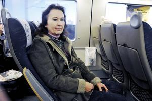 Carina Wojahn är en av dem som drabbas när Upplands lokaltrafik drar in flera av tågstoppen mellan Tierp och Gävle.