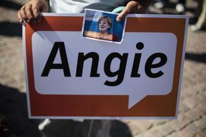 Merkels supportrar laddar för segerfest på söndag.