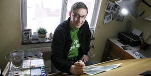 Benny Stigsson, konstnär och busschaufför från Kolsva har sin ateljé i bostaden i Kolsva.