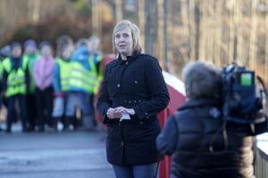 Susanne Berger höll tal innan eleverna invigningsskuttade på bron.