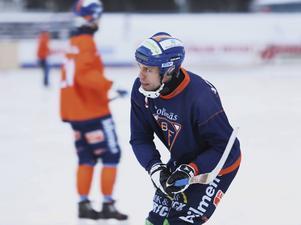 Per Hellmyrs har satt ihop ett eget lag – som ställs mot Ljusdals BK veckan före elitseriepremiären.