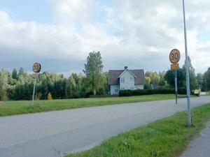 HASTIGHET? På skyltarna står att 30 km/tim gäller mellan klockan 7 och 15.