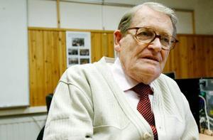 Alf Josefsson har en gedigen bakgrund inom föreningslivet. Nyss fyllda 85 leder han datakurser, men hoppas få bli avlöst inom en snar framtid.
