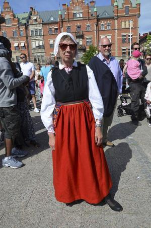 Linette Jisbro klädde sig i sin värmländska folkdräkt dagen till ära.