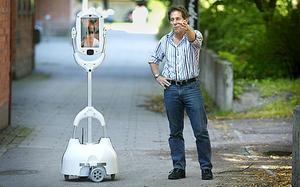 Vårdroboten Giraff, här med Stephen von Rump på Giraff Technologies, får pris av EU.