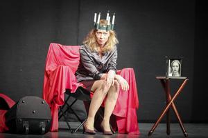 4:e teatern på turné med monolog-föreställningen Den effektiva kvinnan.