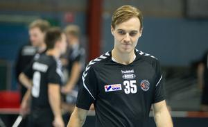 Gustav Ferngren två mål och en assist bäddade för IBF Västerås derbyseger mot Skälby.