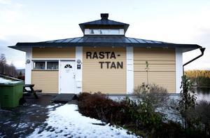 Tidigare så hyllade och till och med prisade Rastahyttans rastplats är numera ganska bedagad.
