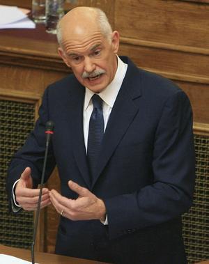 Spelar högt. Greklands premiärminister Giorgos Papandreou vill ha folkomröstning om Greklands krispaket, vilket ledde till börspanik.foto: scanpix