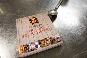 """Recept. Recept för dygnets alla måltider har samlats i kokboken """"En dag på Högbo brukshotell"""". Här finns tips på allt mellan bröd och avancerade varmrätter."""