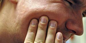 Mannen som fick en smäll ska ha fått rodnad på vänster kind. Detta är en genrebild och är inte från den misshandel som beskrivs i artikeln. Foto: Eva Langefalk.