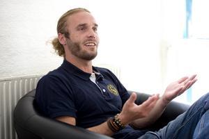 Christian Johansson har varit SSS elittränare i fem år, men tar nu över ett liknande jobb i SKK, Stockholms Kappsimningsklubb.