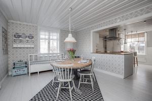 Moderna medaljonger i köket. Foto: Marijo Grgic/ Bostadsfotograferna