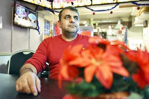Isa Bozdogan kommer att hålla Järnvägskiosken öppen mellan klockan elva och tre på Julafton och bjuda på gratis pizza.